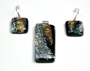 "2"" Dichroic Pendant with Earrings"